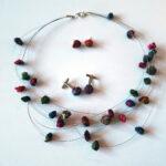 Jet Naftaniel-Joëls - Gevonden draadjesketting - Collier, oorstekers en manchetknopen van gevonden draadjes, met paverpol verhard